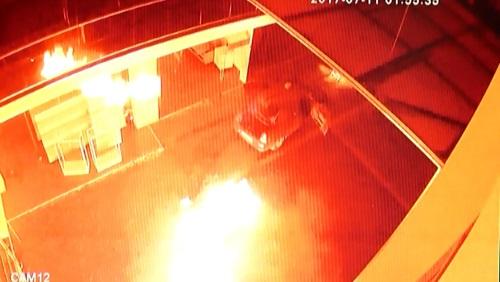 В Оренбурге ночью подожгли новый автосалон