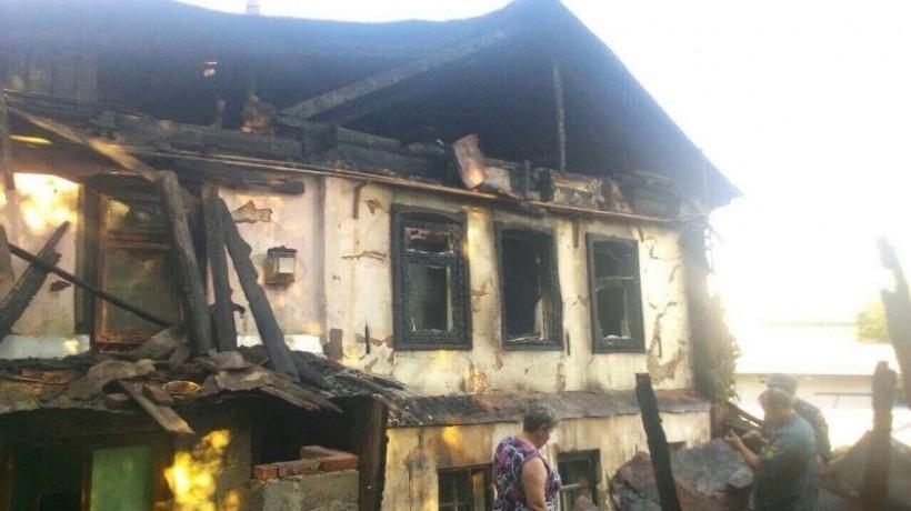 Сегодня ночью на улице Миллиционерской сгорел жилой дом на 6 семей
