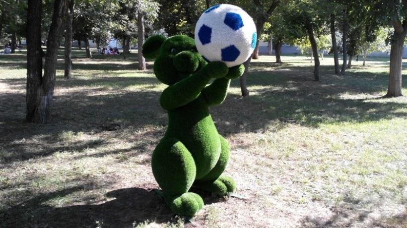 В Оренбурге установили новые фигуры к ЧМ-2018 по футболу