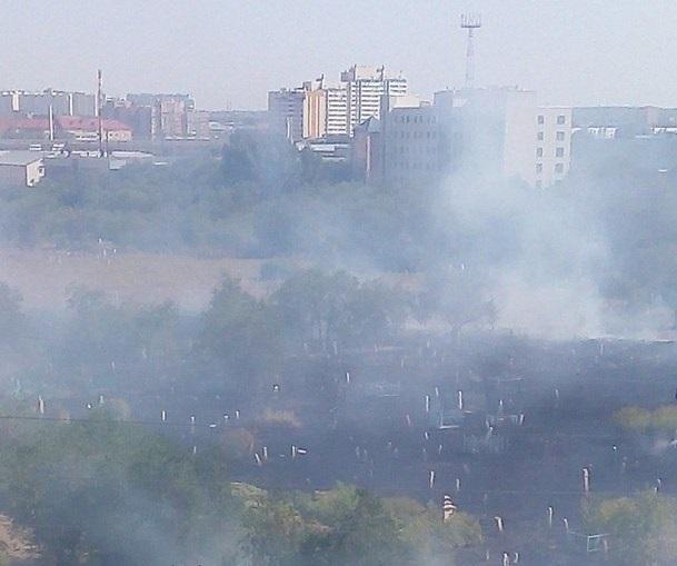 В Оренбурге снова горит заброшенное кладбище на проспекте Победы