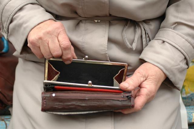 Мошенник обманул 82-летнюю пенсионерку на 13 тысяч рублей