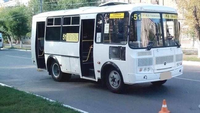 Ребенок получил травмы головы в результате резкого торможения маршрутного автобуса