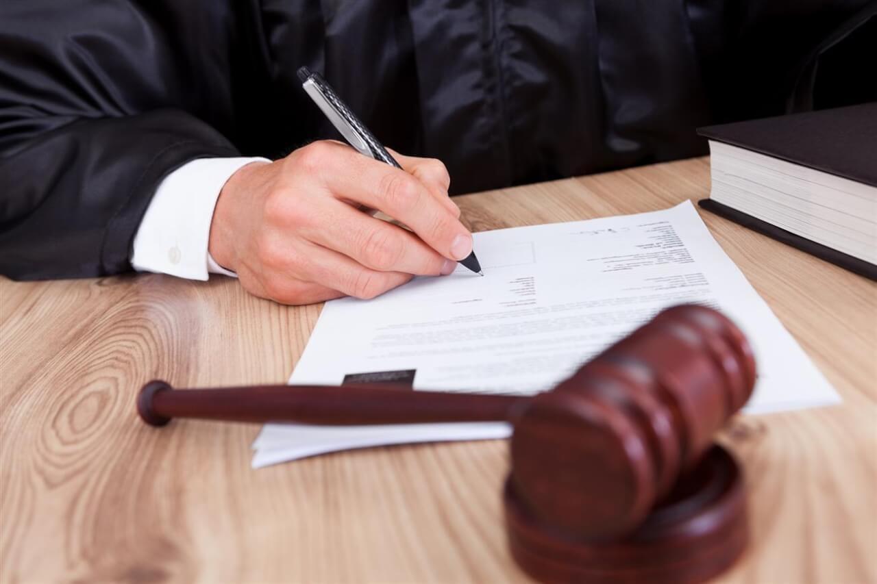 Оренбуржец потратил на бирже более 5 тысяч долларов и пытался вернуть их через суд