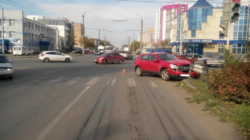 На перекрестке Пролетарской и Шевченко произошло тройное ДТП