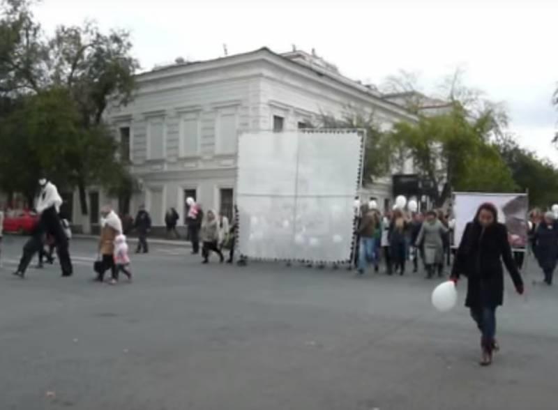 На Фестивале молодежи связали самый большой в мире пуховый платок