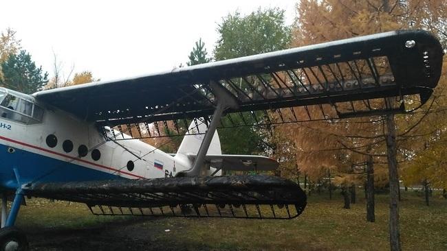 В Саракташе подожгли музейный самолет АН-2