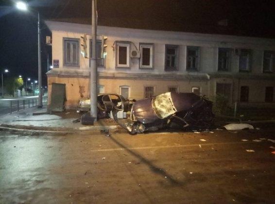 В ДТП на пересечении улиц Комсомольской и Рыбаковской погибла девушка, трое госпитализированы