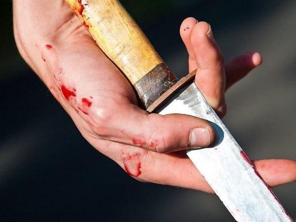В Новоорске мужчина ударил мать ножом в область живота