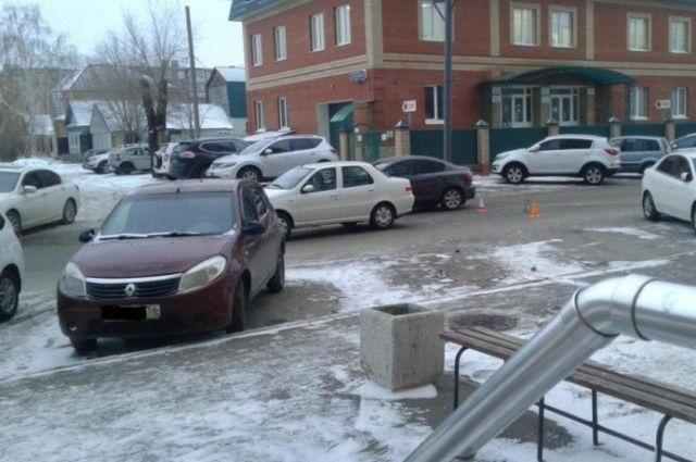 """""""Fiat"""" на Карагандинской сбил 10-летнего мальчика"""