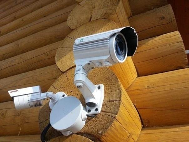Оренбуржца обязали демонтировать камеру видеонаблюдения из-за претензий соседки