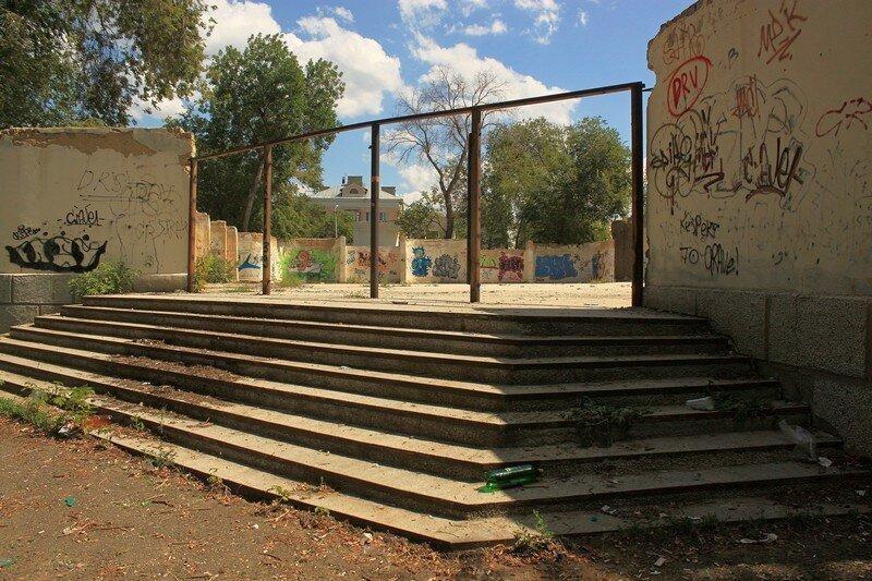 В оренбургском парке Железнодорожников появятся световые качели и амфитеатр